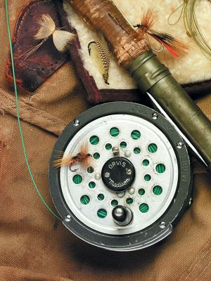 fly-fishing-reel-with-flys.jpg