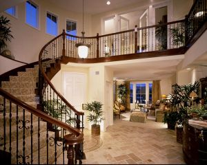 Entry-with-staircase.jpg