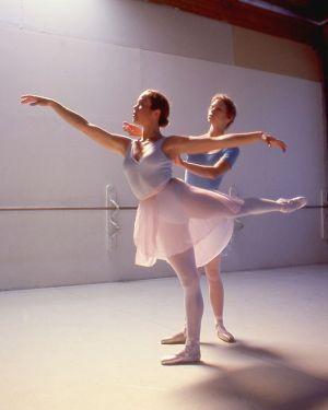 ballet-dancers-practice.jpg